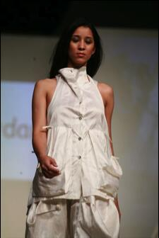 Stunning white silk vest with gentle folds. The vest has two large pockets in the front to give it more character.