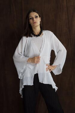 Stylish box pleated top and tank. This combination is perfect for fancy art shows, exhibitions, meetings, and gatherings.