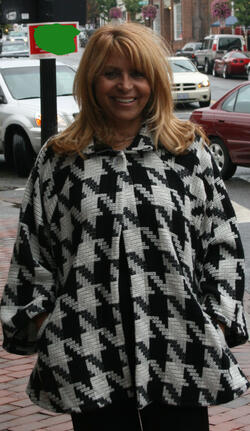 Stylish loose fitting Houndstooth pattern wool jacket. Perfect for the winter time!